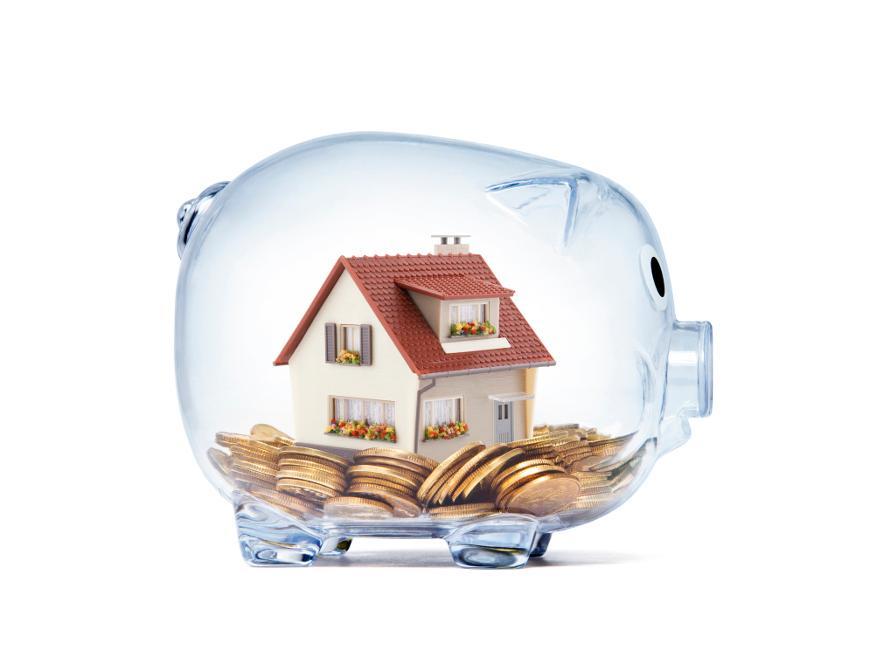 en spargris som innehåller ett hus och pengar