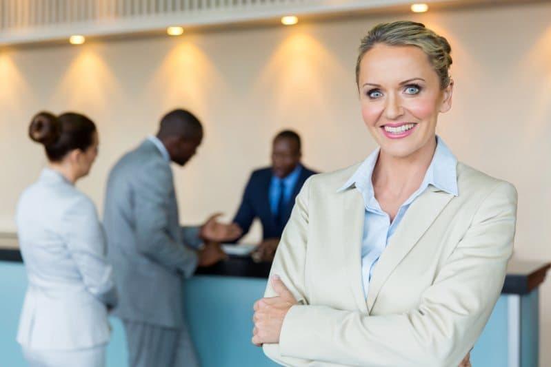 En kvinna som är låneförmedlare