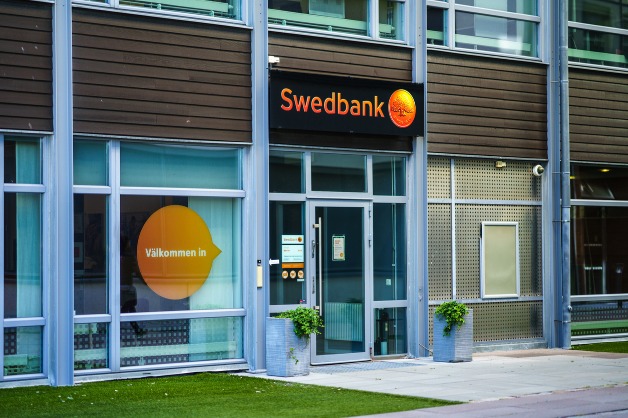 Swedbank Lindholmen picture from outside of Bank